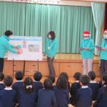 唐津校「やってみよう」虹の松原グループが幼稚園を訪問